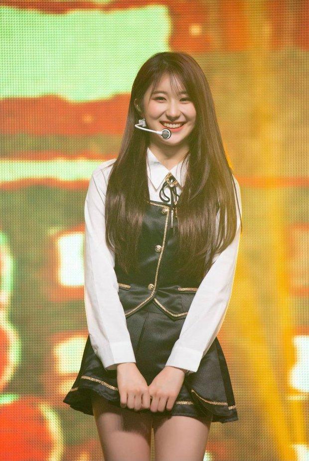 Netizen lo lắng cho số phận của Chaeyeon (IZ*ONE): Hát chán, visual tầm trung, đến nhảy múa bây giờ cũng trở nên thảm hại! - Ảnh 1.