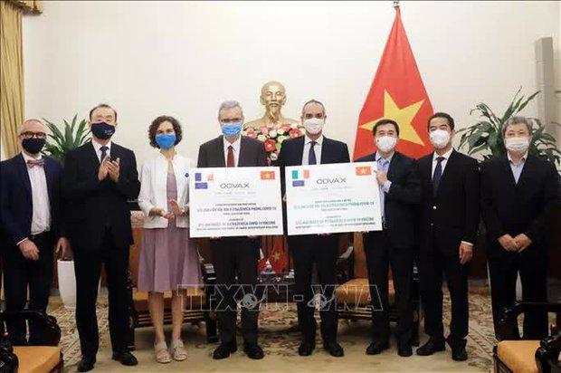 Pháp và Ý tặng Việt Nam gần 1,5 triệu liều vắc-xin ngừa Covid-19 - Ảnh 1.