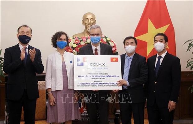 Pháp và Ý tặng Việt Nam gần 1,5 triệu liều vắc-xin ngừa Covid-19 - Ảnh 2.
