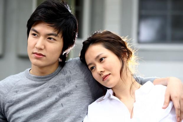 Son Ye Jin từng gây sốc nặng với vẻ ngoài già nua, tóc tai bù xù, phim nào đã hại chị đẹp thế này? - Ảnh 8.
