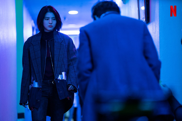 Han So Hee lộ ảnh máu me be bét, đánh đấm cực ngầu ở phim mới, bad girl xăm trổ tái xuất rồi đây! - Ảnh 6.