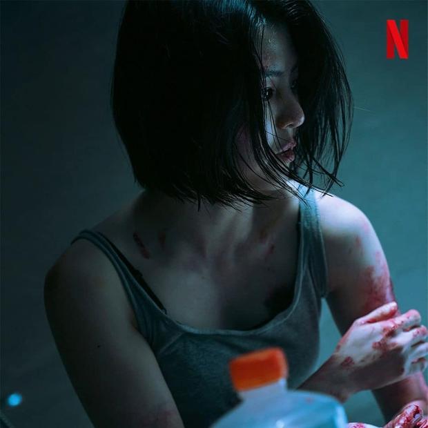 Han So Hee lộ ảnh máu me be bét, đánh đấm cực ngầu ở phim mới, bad girl xăm trổ tái xuất rồi đây! - Ảnh 1.