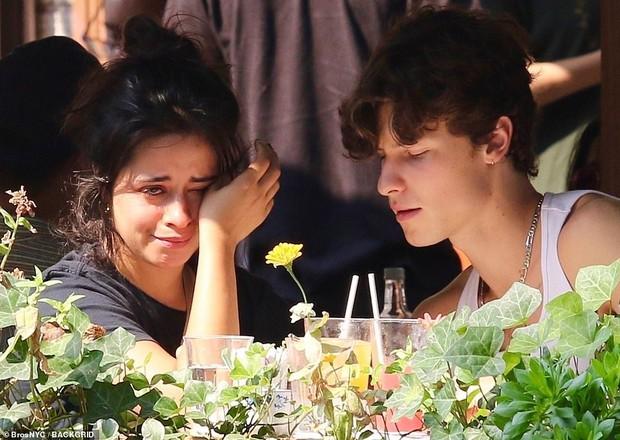 Xôn xao tin Camila Cabello bị bạn trai Shawn Mendes đá, hóa ra đây là lí do nữ ca sĩ đang ăn mà bật khóc? - Ảnh 4.
