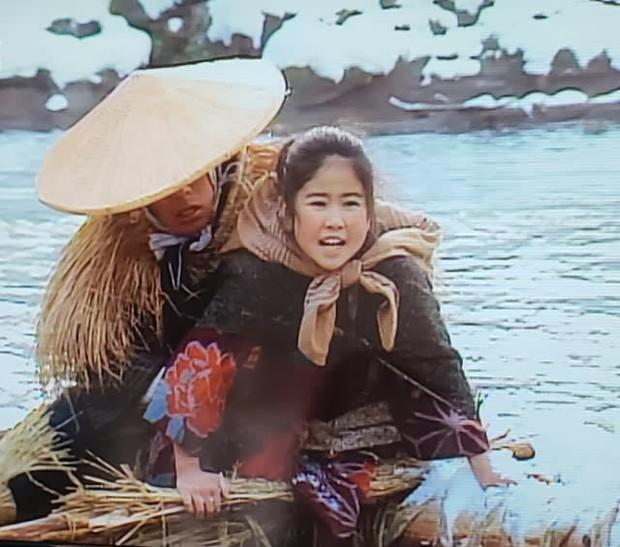 Ngỡ ngàng với nhan sắc cô bé Oshin kinh điển sau gần 40 năm, vẫn đóng phim ầm ầm nhưng đường tình duyên mới gây chú ý - Ảnh 3.
