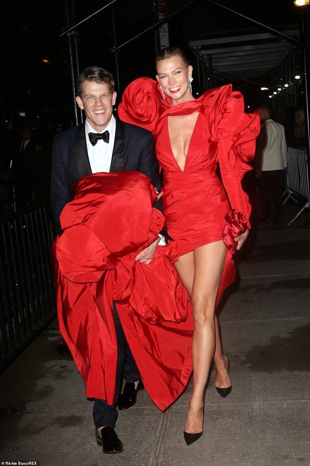 Cả dàn sao bị đèn flash dìm thảm hại ở tiệc hậu Met Gala, riêng Rosé xinh xỉu, Kendall và thiên thần Victoria's Secret nóng bỏng ngộp thở! - Ảnh 7.