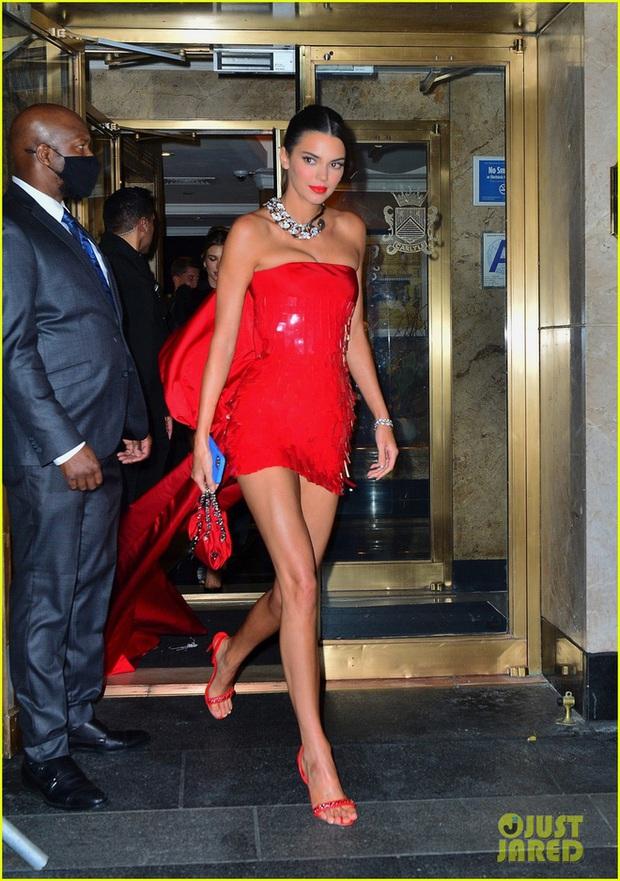 Cả dàn sao bị đèn flash dìm thảm hại ở tiệc hậu Met Gala, riêng Rosé xinh xỉu, Kendall và thiên thần Victoria's Secret nóng bỏng ngộp thở! - Ảnh 4.