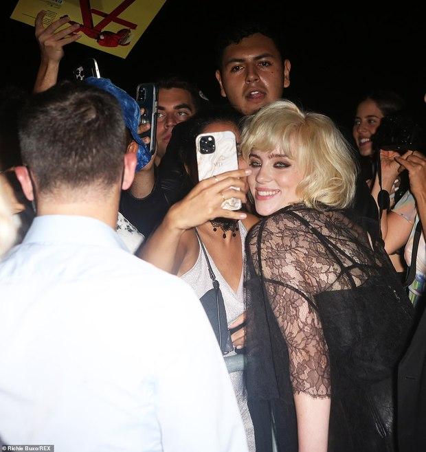 Cả dàn sao bị đèn flash dìm thảm hại ở tiệc hậu Met Gala, riêng Rosé xinh xỉu, Kendall và thiên thần Victoria's Secret nóng bỏng ngộp thở! - Ảnh 13.