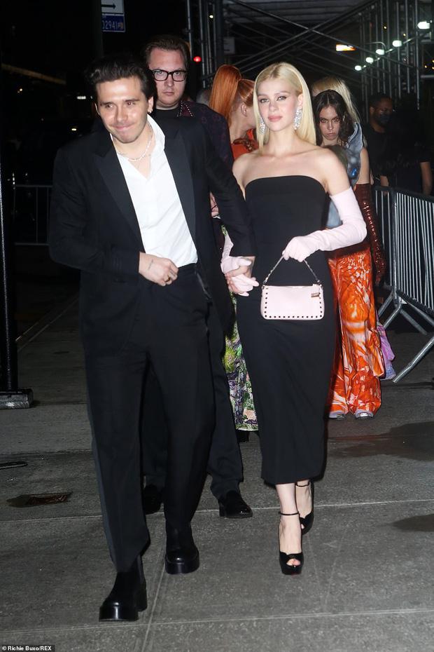 Cả dàn sao bị đèn flash dìm thảm hại ở tiệc hậu Met Gala, riêng Rosé xinh xỉu, Kendall và thiên thần Victoria's Secret nóng bỏng ngộp thở! - Ảnh 17.