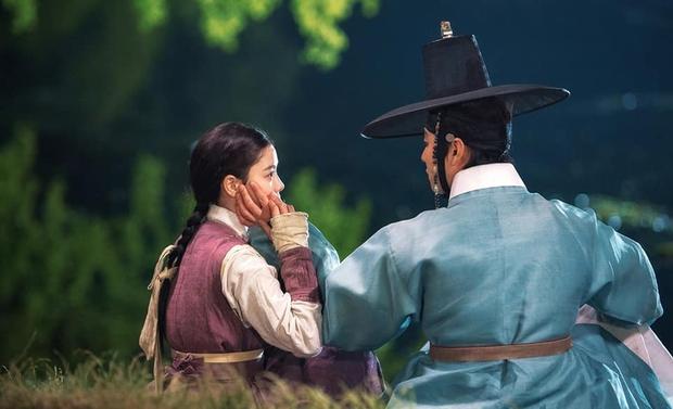 Kim Yoo Jung khóa môi trai đẹp cực ngọt ở bom tấn cổ trang, netizen xem mà quắn quéo cả tâm can - Ảnh 8.