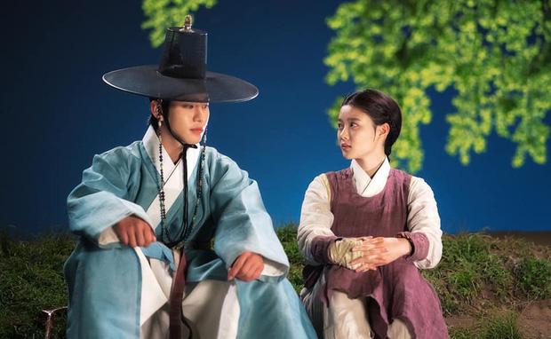 Kim Yoo Jung khóa môi trai đẹp cực ngọt ở bom tấn cổ trang, netizen xem mà quắn quéo cả tâm can - Ảnh 9.