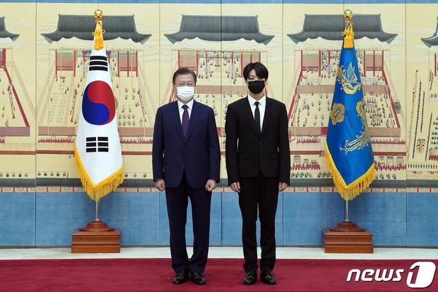 Cuộc đời huy hoàng của Jungkook (BTS): Mỗi năm 1 đỉnh cao mới, 16 tuổi debut và trở thành Đặc phái viên Tổng thống khi vừa 24 - Ảnh 15.