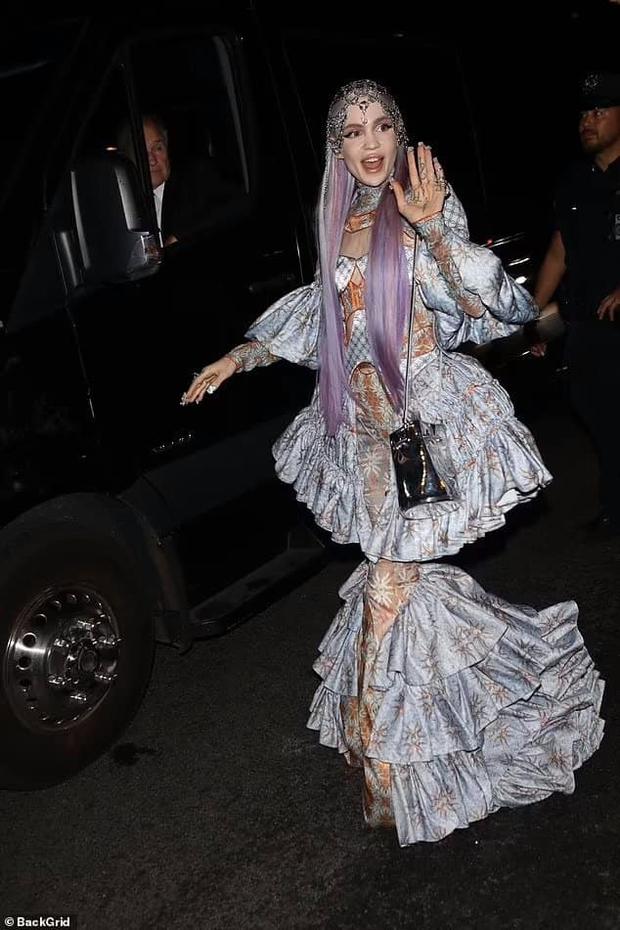 """Dàn sao """"xả đồ"""" dự tiệc hậu Met Gala: Kendall Jenner mặc thoáng hơn nhưng o ép vòng 1, Rosé vẫn một sắc đen, ơn giời mặt Kim Kardashian đây rồi - Ảnh 15."""