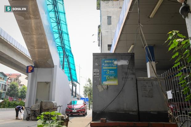 Đường sắt Cát Linh-Hà Đông 18.000 tỷ đồng chưa hẹn ngày khai thác: Người dân tận dụng không gian để nuôi chó, trồng rau - Ảnh 13.