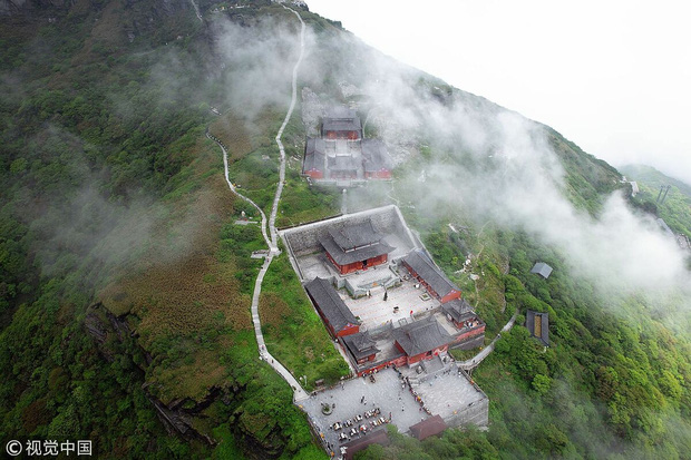 Ngôi chùa nằm trên đỉnh núi tách đôi được ví như tiên cảnh nhân gian nhưng vẫn tồn tại bí ẩn khiến hậu nhân đau đầu - Ảnh 5.