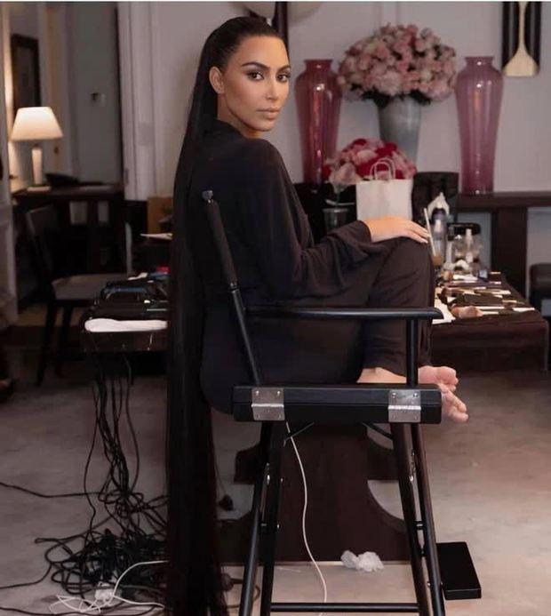 Bức ảnh dị nhất hôm nay: Cạnh Kendall Jenner là cái bóng của cô hay hung thủ trong Conan? - Ảnh 6.