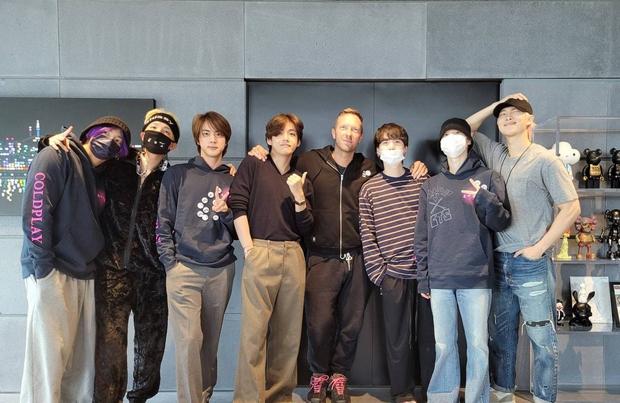 BTS và Coldplay cùng nhau quậy trong phòng thu, nhìn áo của trưởng nhóm người Anh là biết tình cảm dành cho boygroup toàn cầu - Ảnh 5.