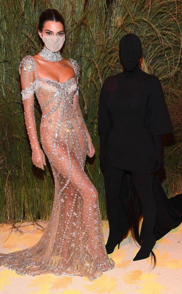 Nước Mỹ của Kim Kardashian là cái bóng của Kendall hay hung thủ trong Conan? - Ảnh 4.