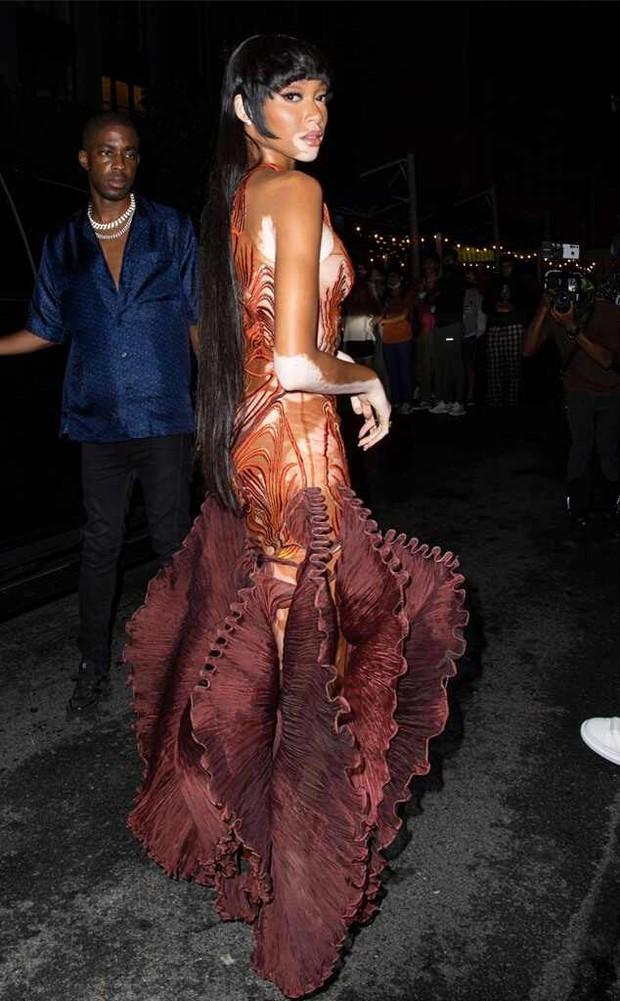 """Dàn sao """"xả đồ"""" dự tiệc hậu Met Gala: Kendall Jenner mặc thoáng hơn nhưng o ép vòng 1, Rosé vẫn một sắc đen, ơn giời mặt Kim Kardashian đây rồi - Ảnh 17."""