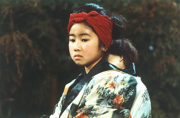 Ngỡ ngàng với nhan sắc cô bé Oshin kinh điển sau gần 40 năm, vẫn đóng phim ầm ầm nhưng đường tình duyên mới gây chú ý - Ảnh 4.