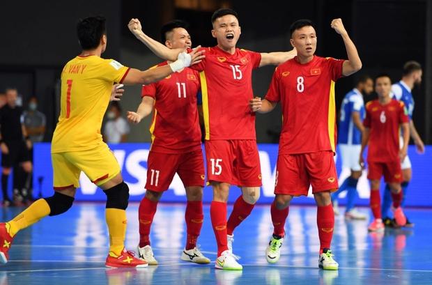 Phối hợp đá phạt ảo diệu, futsal Việt Nam chọc thủng lưới thành công ứng viên vô địch Brazil - Ảnh 8.