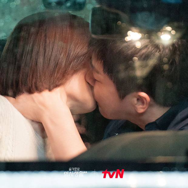 5 diễn biến được mong đợi ở tập cuối Hospital Playlist 2: Ik Jun - Song Hwa hẹn hò chưa hồi hộp bằng nàng Gấu ra mắt mẹ chồng! - Ảnh 1.
