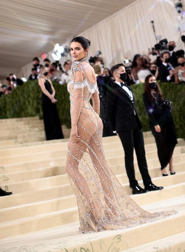 Đánh đồng màn khoe hàng của Ngọc Trinh với Kendall Jenner là bạn nhầm rồi! - Ảnh 6.
