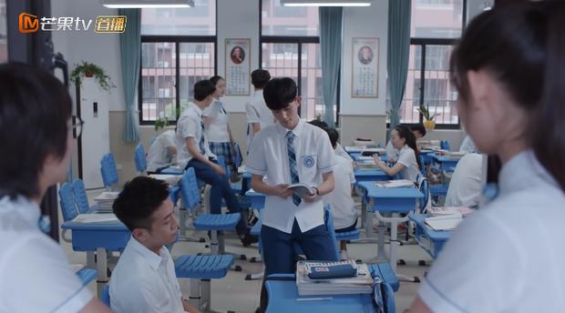 Nam sinh nhảy từ lầu 3 vì bị cô giáo ném điện thoại qua cửa sổ: Cảnh phim Trung đang hot nhất MXH này ẩn chứa sự thật đau lòng - Ảnh 8.