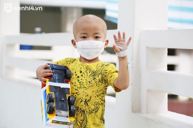 Bố mẹ mắc Covid-19, nam sinh nặng 92kg một mình đến BV Nhi đồng để tìm sự sống: Em sợ lắm, cứ nghĩ mình không vượt qua được - Ảnh 11.