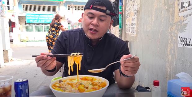 YouTuber xách tô đi mua bánh canh cua 1 triệu đắt nhất Sài Gòn, lúc nhìn thành phẩm dân mạng liền phán ngay một câu - Ảnh 5.