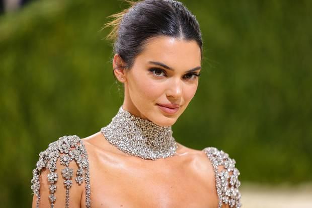 Đánh đồng màn khoe hàng của Ngọc Trinh với Kendall Jenner là bạn nhầm rồi! - Ảnh 2.