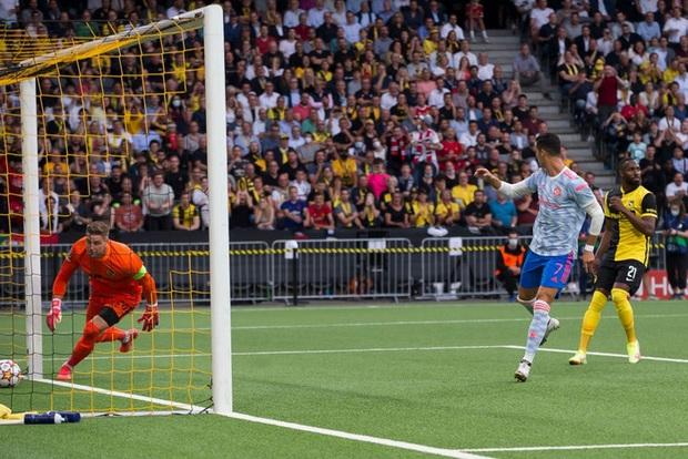 Ảnh cận cảnh: Ronaldo ghi bàn theo phong cách Đệm vương, công lớn nhất thuộc về pha vẩy khế hết nước chấm của đồng hương - Ảnh 2.