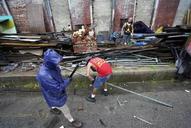 Mỹ: Bão Nicholas tấn công vùng duyên hải vịnh Mexico, mưa như trút nước gây ngập lụt, mất điện - Ảnh 1.