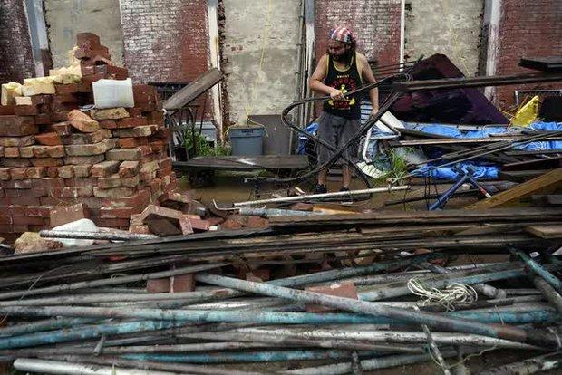 Mỹ: Bão Nicholas tấn công vùng duyên hải vịnh Mexico, mưa như trút nước gây ngập lụt, mất điện - Ảnh 2.
