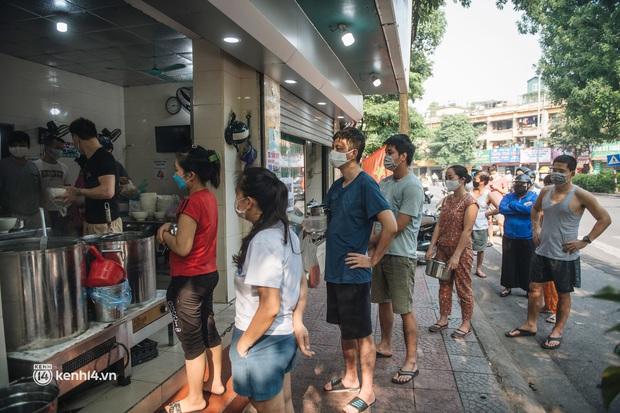 Nóng: Từ 12h ngày 16/9, một số quận, huyện ở Hà Nội được bán hàng ăn, uống mang về - Ảnh 2.