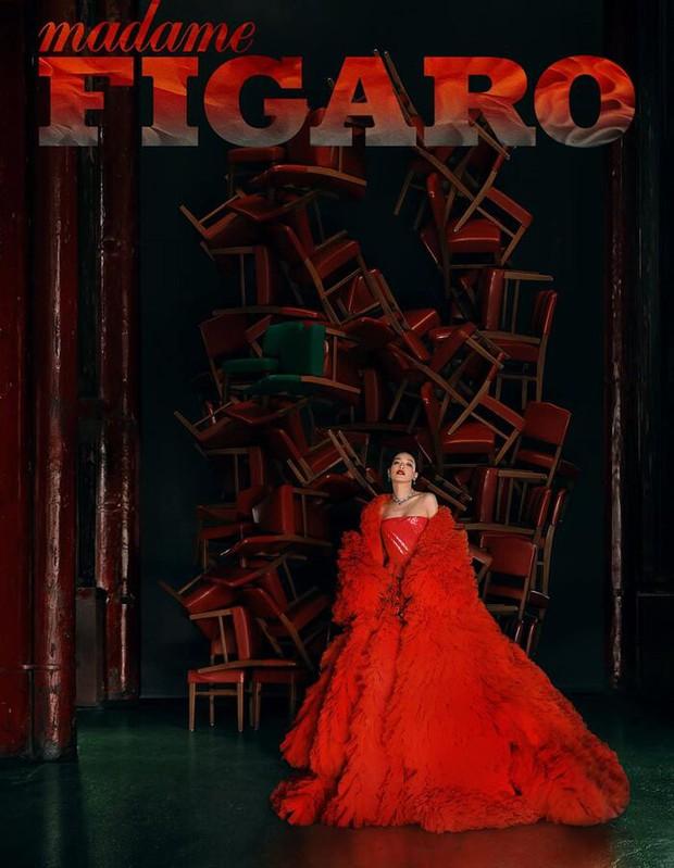 Diện tới 4/5 thiết kế Haute Couture cho lần lên bìa số Kim Cửu, mỹ nhân Cbiz này hẳn là muốn đàn em hít khói? - Ảnh 5.