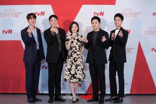 Cha đẻ Hospital Playlist tung hint về mùa 3, netizen khắp nơi rộn rã: Làm thêm 10 mùa cũng được đạo diễn ơi! - Ảnh 3.
