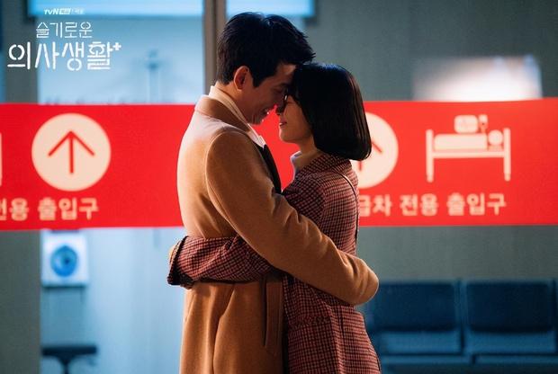5 diễn biến được mong đợi ở tập cuối Hospital Playlist 2: Ik Jun - Song Hwa hẹn hò chưa hồi hộp bằng nàng Gấu ra mắt mẹ chồng! - Ảnh 9.