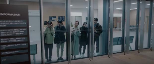 5 diễn biến được mong đợi ở tập cuối Hospital Playlist 2: Ik Jun - Song Hwa hẹn hò chưa hồi hộp bằng nàng Gấu ra mắt mẹ chồng! - Ảnh 13.