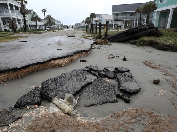 Mỹ: Bão Nicholas tấn công vùng duyên hải vịnh Mexico, mưa như trút nước gây ngập lụt, mất điện - Ảnh 12.