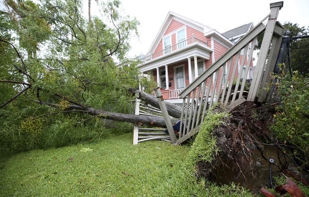 Mỹ: Bão Nicholas tấn công vùng duyên hải vịnh Mexico, mưa như trút nước gây ngập lụt, mất điện - Ảnh 13.