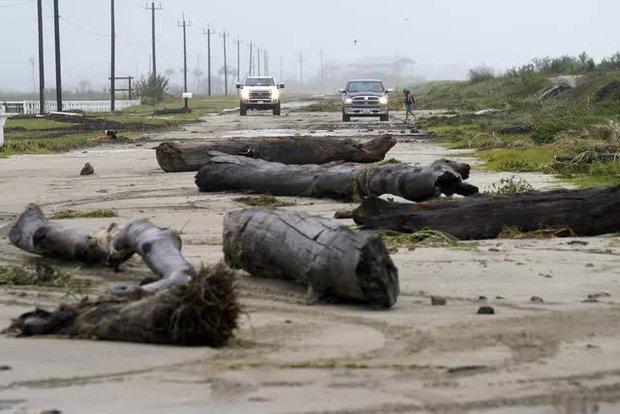 Mỹ: Bão Nicholas tấn công vùng duyên hải vịnh Mexico, mưa như trút nước gây ngập lụt, mất điện - Ảnh 15.
