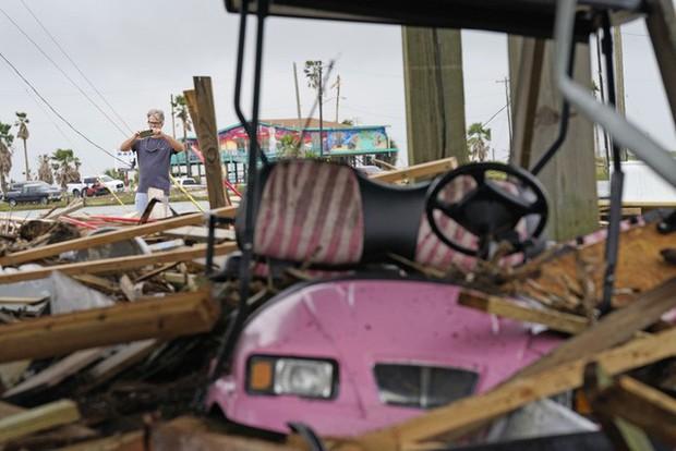 Mỹ: Bão Nicholas tấn công vùng duyên hải vịnh Mexico, mưa như trút nước gây ngập lụt, mất điện - Ảnh 5.