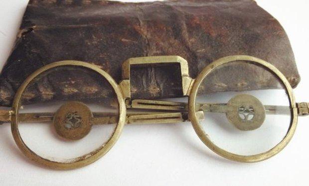 Phóng to 10 lần bức tranh 500 tuổi trong bảo tàng, chuyên gia giật mình: Góc tranh có một người xuyên không?  - Ảnh 4.