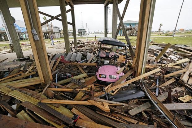 Mỹ: Bão Nicholas tấn công vùng duyên hải vịnh Mexico, mưa như trút nước gây ngập lụt, mất điện - Ảnh 6.