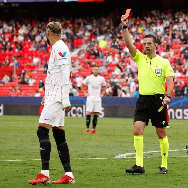 Trận cầu kỳ lạ nhất lịch sử Champions League: kỷ lục 4 quả phạt đền chỉ trong hiệp một, 2 thẻ đỏ và 1 pha bỏ lỡ khó tin - Ảnh 7.