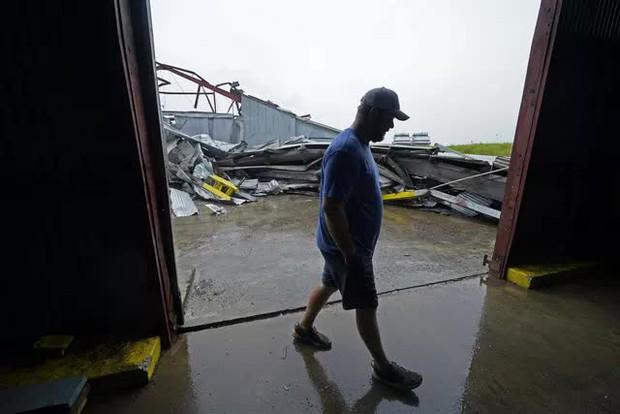 Mỹ: Bão Nicholas tấn công vùng duyên hải vịnh Mexico, mưa như trút nước gây ngập lụt, mất điện - Ảnh 8.