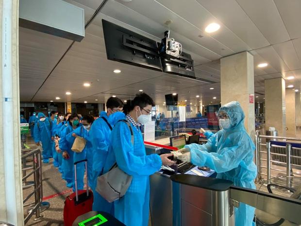 Gần 100 y bác sĩ Bệnh viện Hữu Nghị Việt Đức vào Nam thay quân cho đoàn công tác đầu tiên hoàn thành nhiệm vụ - Ảnh 1.