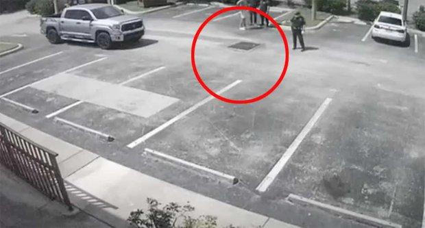 Nghe tiếng kêu cứu dưới cống, anh chàng thử nhìn xuống thì phát hiện người phụ nữ khoả thân, tư thế khiến cảnh sát nghi ngờ - Ảnh 1.