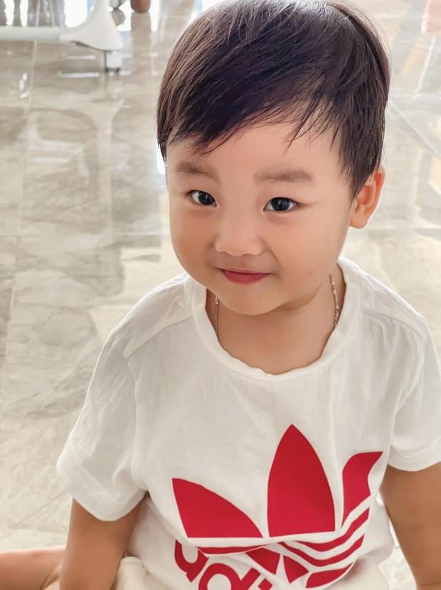 Netizen ngã ngửa vì tin nhắn của nhóc tỳ 2 tuổi nhà Hoà Minzy gửi bố đại gia, nội dung là gì? - Ảnh 4.