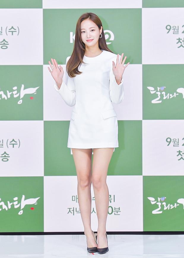 Yeonwoo (MOMOLAND) lộ diện lần đầu sau tin hẹn hò Lee Min Ho, chân dài nuột nà chặt đẹp cả mỹ nhân Điên Thì Có Sao - Ảnh 4.